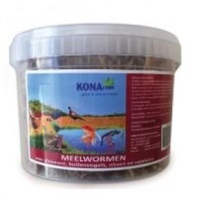 Konacorn met meelwormen